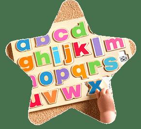 Dziecko układające alfabet